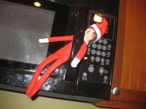 Elf-on-the-Shelf-Ideas-Microwave-Handle-300x225