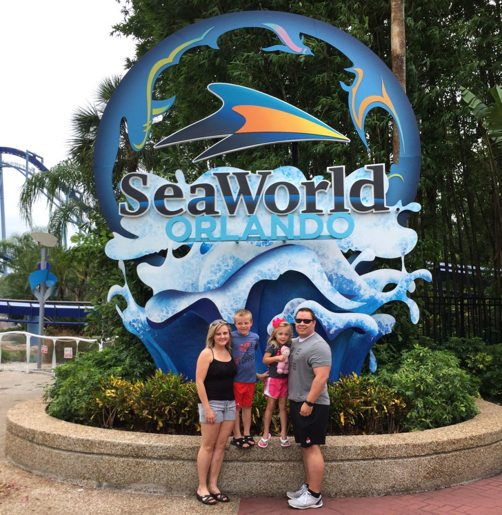 sea-world-family-photo